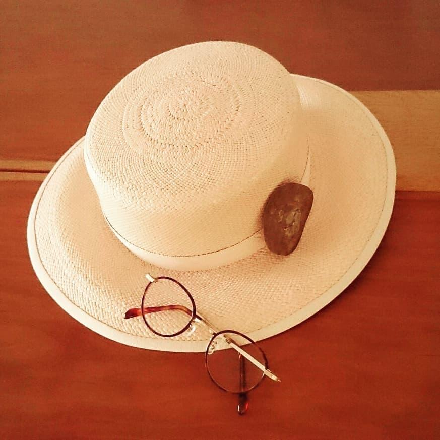 夏の帽子とメガネ