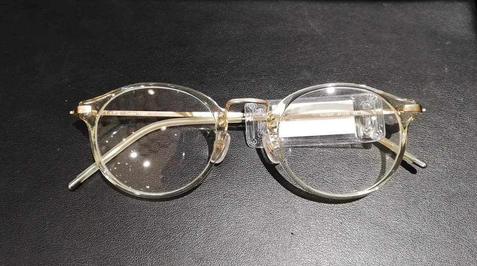 satowaクリアフレームのメガネ