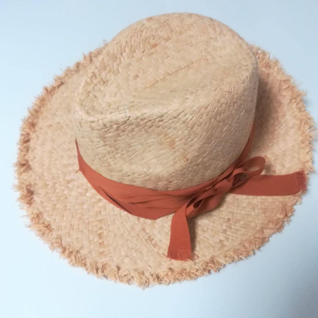 ざっくり編みの麦わら帽子