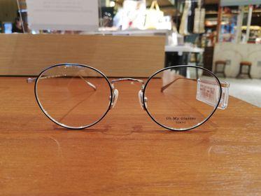 紺色のメガネ